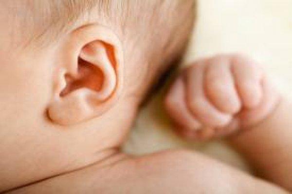 Soin des oreilles de bébé